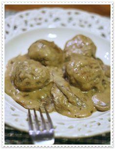 Polpette polacche con salsa alla panna acida e funghi - Polish meatballs with mushrooms and sour cream