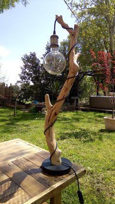 Building a house has become more difficult these days. Diy Wooden Projects, Diy Furniture Projects, Handmade Furniture, Driftwood Lamp, Driftwood Crafts, Homemade Home Decor, Homemade Art, Wooden Lamp, Wooden Diy