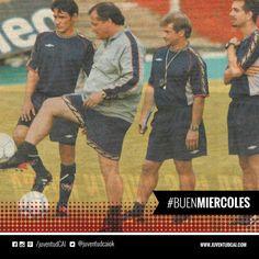 #BuenDiaRojo!#BuenMiercoles!  Bertoni haciendo jueguitos con la pelota en su presentación como DT frente al plantel