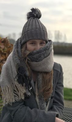 Winter tip! Cheap scarves and caps - The Beautyboulevard Cheap Scarves, Best Caps, Fashion Articles, Fashion Poses, Fashion 2020, Fitness Fashion, Fall Outfits, Winter Fashion, Clothes For Women