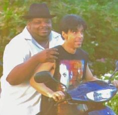 Prince - Prince and Chance Howard, photo by Afshin Shahidi Prince Images, Pictures Of Prince, Prince And Mayte, The Artist Prince, Prince Purple Rain, Dearly Beloved, Roger Nelson, Prince Rogers Nelson, Purple Reign