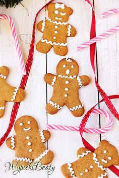 Przepis: pierniczki na Boże Narodzenie. Niezawodne i pyszne, przepis wielokrotnie sprawdzony - wychodzą w sam raz - nie za twarde i nie za miękkie.