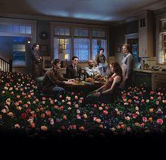 Six Feet Under. Fantastische serie over een dysfunctionele familie van begrafenisondernemers. Gregory Crewdson maakte de foto voor de poster. (Marijn)