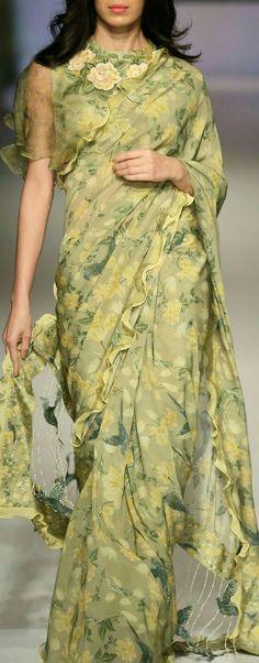 The sunglasses could go and this look would be perfect Chiffon Saree, Saree Dress, Trendy Sarees, Stylish Sarees, Indian Dresses, Indian Outfits, Saris Indios, Look Short, Designer Sarees