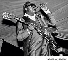 "Albert ""Smokin'"" King. Albert King, Classic Blues, Delta Blues, Blues Artists, Blue Cats, Mississippi, Jazz, Singing, Smokers"