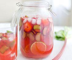 Лимонад из ревеня и клубники