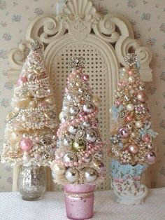 I may have to make a separate board just for pink Christmas!Fashion, Beauty and Creativity: shabby chic christmas. Noel Christmas, All Things Christmas, Winter Christmas, Christmas Wedding, Christmas Tabletop, Cone Christmas Trees, Christmas Design, Christmas Photos, 242
