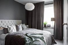 Dormitorio tonos grises / Salón en gris y colores / Base gris y toques de color en este elegante apartamento #hogarhabitissimo #chic