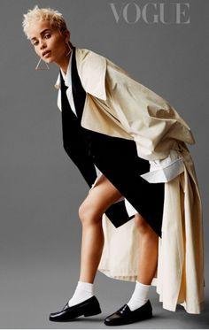 "Zoë Kravitz covers the October 2017 issue of Vogue UK magazine photographed by Alasdair McLellan. ""I love how the younger generation are so Zoe Kravitz Style, Lenny Kravitz, Zoe Isabella Kravitz, Badass Style, Shooting Photo, Vogue Uk, Vogue Magazine, Her Style, Celeb Style"