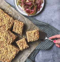 Gluteeniton Maisemakahvilan raparperipiirakka Gluten Free, Bread, Desserts, Food, Glutenfree, Tailgate Desserts, Deserts, Brot, Essen