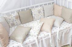 Купить или заказать Бортики подушки в детскую кроватку в интернет-магазине на Ярмарке Мастеров. Бортики подушки в кроватку. Комплект состоит из 12 подушек, размером 30х30. Подходит как на стандартную кроватку со спальным местом 60х120, так и на овальную кровать. На круглую кроватку необходимо 8 подушек Бортики изготовлены из 100% хлопка, наполнитель гипераллергенный холлофайбер Стоимость: 8 подушек - 2900руб. 12 подушек - 3900руб. Комплект постельного белья (Простыня на резинке,…