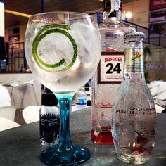 Un Gin Tonic tranquilo en terracita bien abarrotada.
