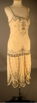 1920s Flapper dress: what's funny is how awful it looks on that mannequin. Flapper dresses were not designed for women with hips!