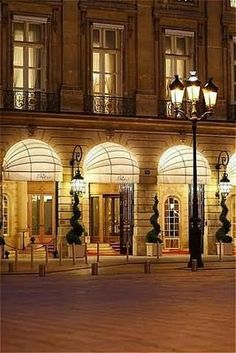 Louvre District, Ritz, Place Vendôme, Paris... One of my favorite hotels in Paris. Can't wait for the reopening after their renovation.