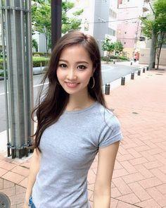 画像に含まれている可能性があるもの:1人以上、立ってる(複数の人)、屋外 Gray Eyes, Glamour, Japanese Girl, Pretty Face, Asian Beauty, Girl Fashion, Actresses, T Shirts For Women, Long Hair Styles