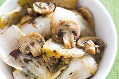 Kijk wat een lekker recept ik heb gevonden op Allerhande! Gebakken witlof met champignons en balsamicoazijn