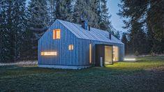 Holzhäuser von Rubner Haus verbinden beste Holzbautradition mit innovativer Technik und höchstem Wohnkomfort. Forest Cabin, Wood Plans, Step Guide, Step By Step Instructions, Facade, Lawn, To Go, Shed, Backyard