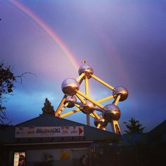 From bxhell with love #bruxelles #atomium #brussels #goodtimes #doublerainbow #aftermovie #family #aid