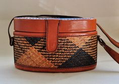 Vintage Straw Plaid and Leather Oval Woven Purse Handbag... thinking about getting for a small camera bag for europe.