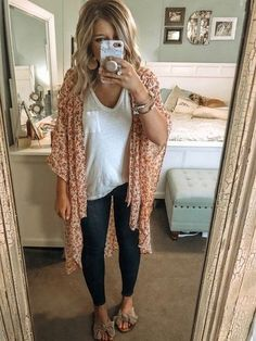 Can't stop, won't stop wearing allll the cute kimonos!, Spring Outfits, Can't stop, won't stop wearing allll the cute kimonos!Can y'all spot my sweet 🐶 sleeping in the background?)// I snagged thi. Cute Spring Outfits, Winter Outfits Women, Summer Teacher Outfits, Cute Teaching Outfits, Casual Summer Outfits For Women, Look Fashion, Fashion Models, Feminine Fashion, Fashion Women