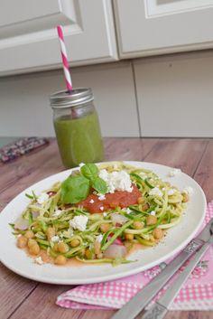 Zoodles-Zucchini-Nudeln-Spaghetti-Gesund-kochen-mittagessen-ernährung-fitnessblog-blog-fitness-österreich-graz-klara-fuchs5