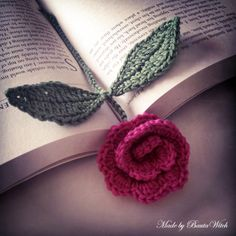 Crochet Roses Virkat Made by BautaWitch There is an English translation to the pattern on the site Crochet Bookmark Pattern, Crochet Bookmarks, Crochet Flower Patterns, Crochet Flowers, Knitting Patterns, Crochet Diy, Quick Crochet, Crochet Books, Crochet Gifts