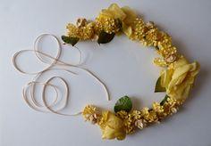 Vintage flower crown. 1950s. FORGETMENOT, ROSES and VELVET flowers - antique millinery - vintage millinery - floral tiara - bridal crown - de GiardinoDiNinfa en Etsy