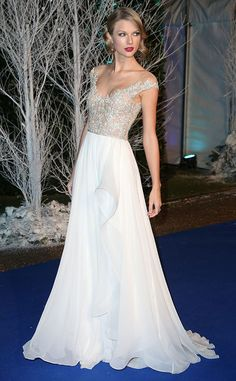 Taylor Swift looked downright regal while meeting royalty at the Winter White Gala at Kensington Palace. #fashion