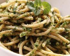 Spaghettis au pesto de courgettes au Thermomix© : http://www.fourchette-et-bikini.fr/recettes/recettes-minceur/spaghettis-au-pesto-de-courgettes-au-thermomixc.html