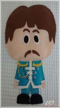 Capas para almofadas em tecido Piquet branco com aplicação em feltro The Beatles.     Medidas: 40 cm x 40 cm.    George Harrison      John ...