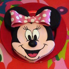 Tarta de Minnie Mouse. Fondant cake
