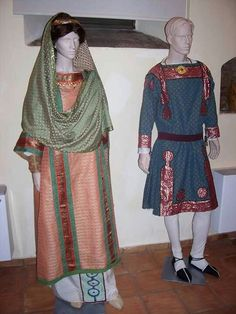 Byzantine Celtic Clothing, Medieval Clothing, Historical Costume, Historical Clothing, Medieval Cloak, Carolingian, Empire Romain, Cool Outfits, Fashion Outfits