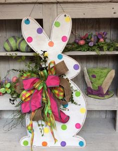 Bunny Door Hanger | 14 Cute Easter Bunny Ideas | DIY Home Decor by Pioneer Settler at http://pioneersettler.com/easter-bunny-ideas/