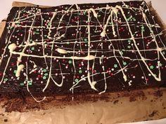 Der weltbeste Schokoladen - Blechkuchen, ein beliebtes Rezept mit Bild aus der Kategorie Kuchen. 594 Bewertungen: Ø 4,7. Tags: Backen, Dessert, einfach, Kuchen, Schnell