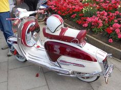 x Retro Scooter, Lambretta Scooter, Scooter Motorcycle, Vespa Scooters, Small Motorcycles, Yamaha Motorcycles, Vintage Motorcycles, Electric Bicycle, Electric Scooter
