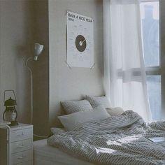 34 New Ideas Apartment Decorating Livingroom Cozy Bedrooms Sleep Living Room Colors, Cozy Living Rooms, Living Room Decor, Cozy Bedroom, Bedroom Decor, Deco Studio, Minimalist Room, Aesthetic Room Decor, Bedroom Layouts