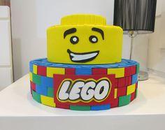 Um Bolo Cenográfico Lego....