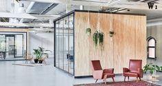 Fairphone Muestra Compromiso con la sostenibilidad con el jefe de diseño de oficina