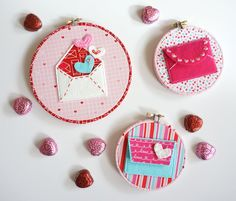 """Hand Embroidery Ideas A free pattern for """"Love Notes"""" a Valentine's Day Craft idea. A felt envelope tutorial - with hand embroidery and felt applique Mini Quilt Patterns, Felt Patterns, Hand Embroidery Patterns, Envelope Pattern, Envelope Tutorial, Diy Mini Embroidery Hoop, Felt Embroidery, Felt Crafts Diy, Valentine Day Crafts"""