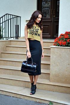 High waisted skirt, crop top, booties