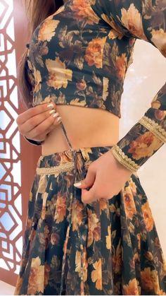 Party Wear Indian Dresses, Designer Party Wear Dresses, Indian Gowns Dresses, Indian Bridal Outfits, Kurti Designs Party Wear, Dress Indian Style, Indian Fashion Dresses, Indian Designer Outfits, Fancy Dress Design