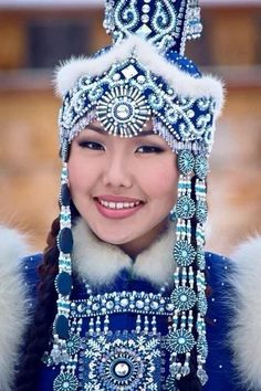 Yakut traditional dress (a Turkic people of the Sakha Republic of eastern Siberia, Russia. Beautiful World, Beautiful People, Tribal People, Beauty Around The World, Ethnic Dress, Folk Costume, World Cultures, Ethnic Fashion, People Around The World