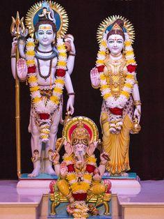 Shri Shiv-Parvati Dev and Shri Ganeshji Lord Shiva Statue, Lord Shiva Pics, Lord Shiva Family, Hanuman Photos, Shiva Photos, Radha Krishna Pictures, Shri Ram Photo, Lord Shiva Hd Wallpaper, Ganesh Wallpaper