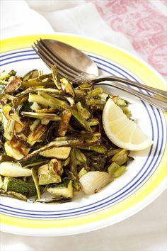 Légumes grillés à l'italienne / Grilled green vegetables Une manière originale et diététique de cuisiner des légumes verts: grillés au four, à l'italienne, et servis avec un trait de citron. Pour accompagner la viande ou pour un régime végétarien.