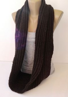 #scarf #winterscarf #giftideas #infinity #knitscarf #giftguide