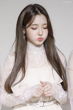 Girl Photo Poses, Girl Photos, South Korean Girls, Korean Girl Groups, Lee Seo Yeon, Hair Locks, Kpop, Magical Girl, Korean Singer
