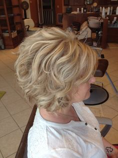 Love this Ash blonde color Short Permed Hair, Short Hairstyles For Thick Hair, Short Hair With Layers, Permed Hairstyles, Layered Hair, Short Hair Cuts, Curly Hair Styles, Corte Y Color, Icy Blonde