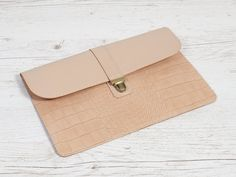 Beige leather case for MacBook Air Macbook Air, Leather Case, Card Case, Vintage Items, Good Things, Beige, Wallet, Trending Outfits, Day