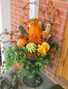 Halloween Fall Porch arrangement in black URN Fall Flower Pots, Fall Flowers, Outside Fall Decorations, House Decorations, Fall Window Boxes, Fall Containers, Fall Planters, Fall Arrangements, Autumn Decorating