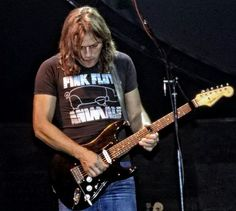 lucy-pepper: David Gilmour looking super buff in. David Gilmour Pink Floyd, Richard Wright, Psychedelic Music, Best Guitarist, Heavy Metal Music, Rock Legends, Popular Music, Music Stuff, Rock Music
